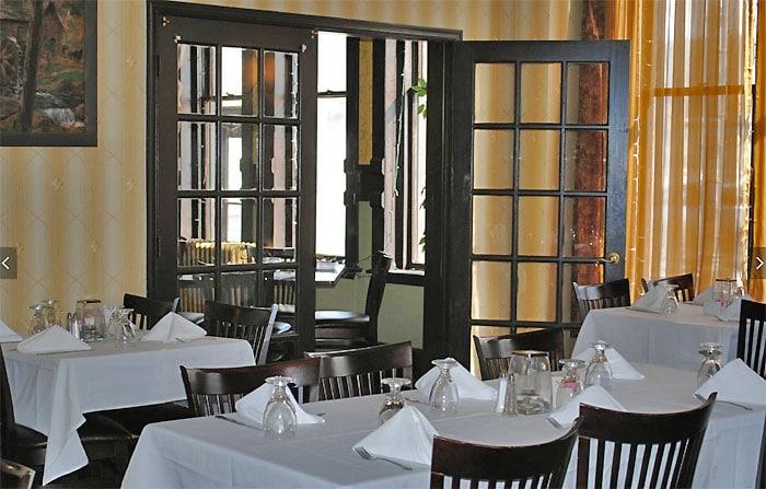 bistro-1202-dining-room