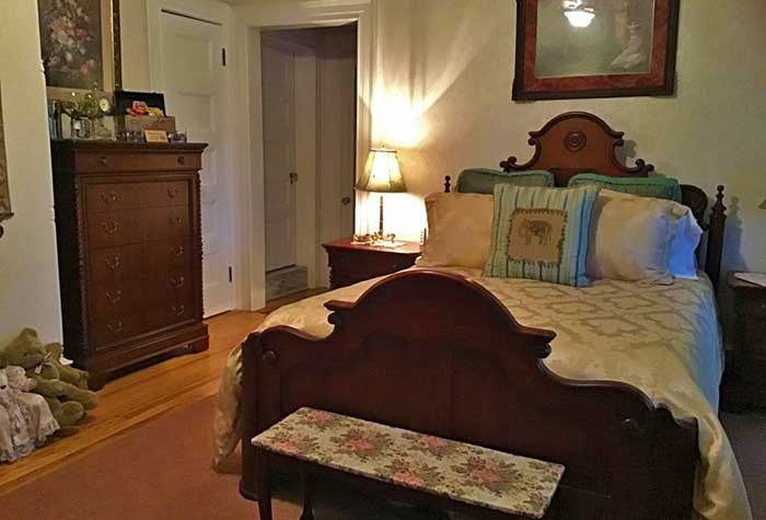 old fashioned guest room