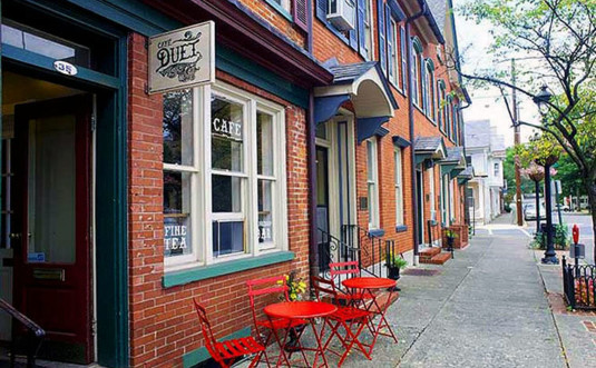 cafe-duet-stroudsburg-front-of-cafe-and-sidewalk-table