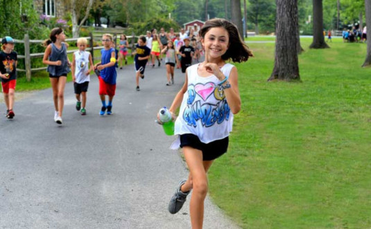 camp-canadensis kids running up path