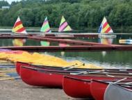 camp-cayuga-canoes-and-sailboats-on-the-lake