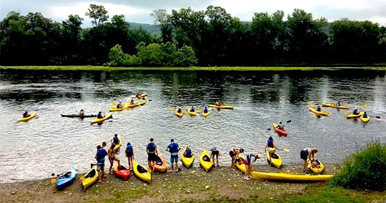 chamberlain-canoes-kayaks-on-river