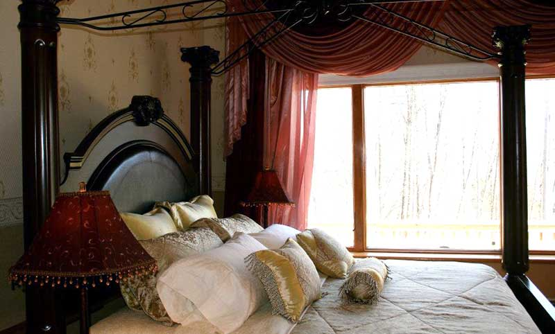 cherry-valley-manor-b&b-guest-room-bed