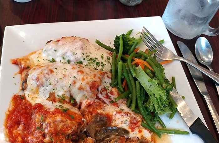 chris-and-ginas-cafe-chicken-parm