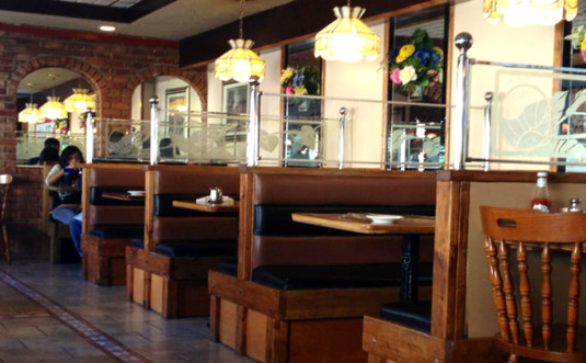 compton's-pancake-house-dining-room-booths