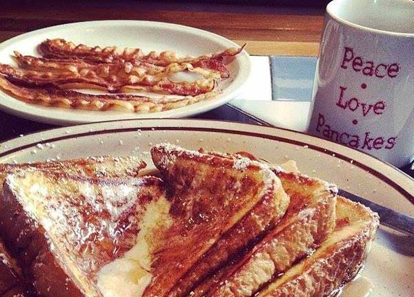 comptons-pancake-house-french-toast-and-bacon