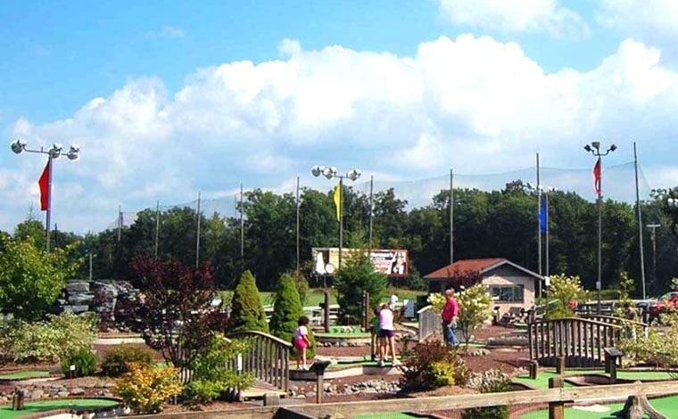 costas-family-fun-park-mini-golf