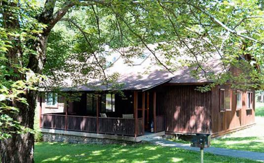 countryside-cottages-bartonsville-Hillside-Exterior