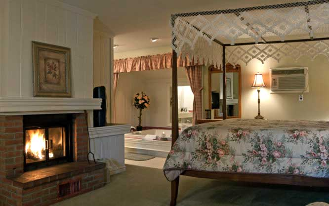 crescent-lodge-&-country-inn-cottage-room