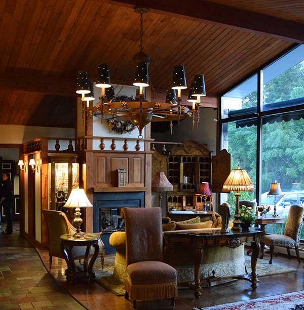 crescent-lodge-&-country-inn-lobby-interior