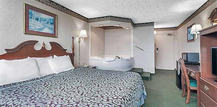 days-inn-tannersville-guest-room
