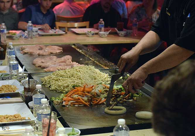 desaki-hibachi-chef-at-work