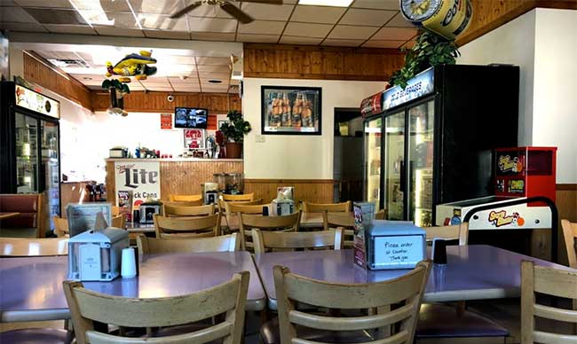 doughboys-of-the-poconos-pizza-dining-room