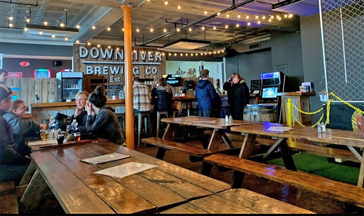 downriver-brewing-company-tables-and-bar