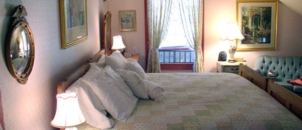 e-kellog-bed-and-breakfast-the-ladd-room