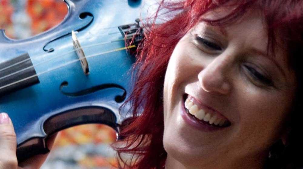 deni bonet with blue violin