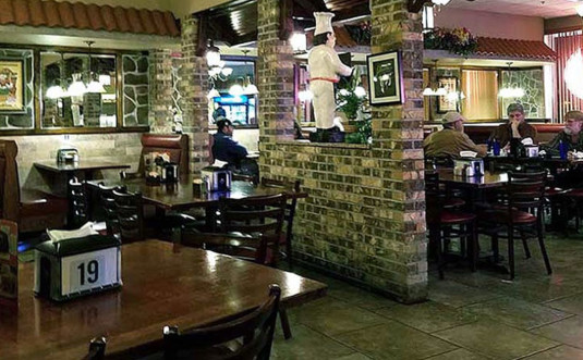 franks-pizza-restaurant-bartsonsville-tables-and-chairs