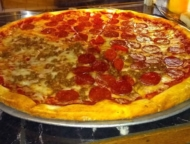 gaetano's-pizza-large-pie