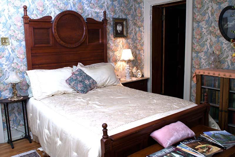 gilded-cupid-bev's-room