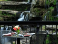 glass-ledges-hotel-table-on-deck