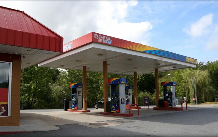 george's quick stop cafe gas pumps