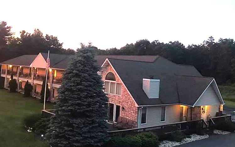 greshams-lake-view-motel-outside