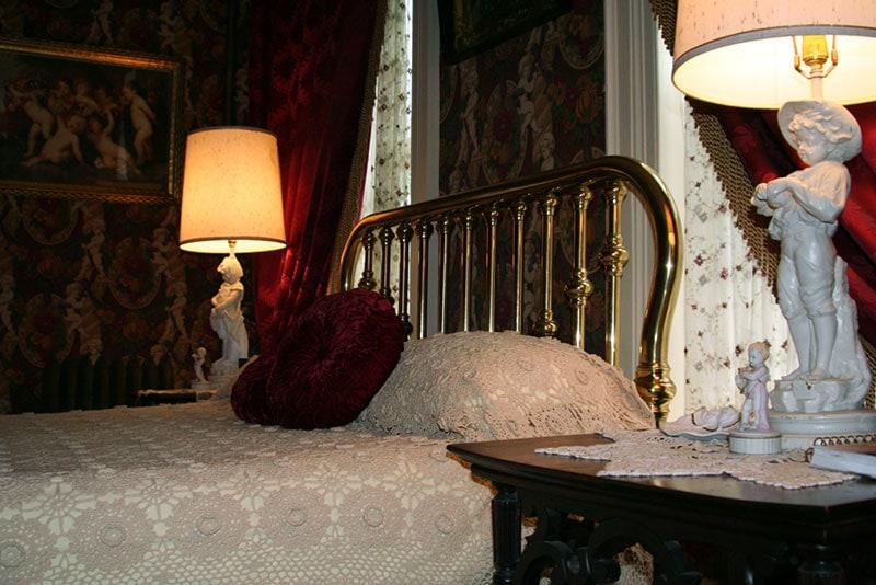 guilded-cupid-bed-&-breakfast-jim-thorpe-anna's-room