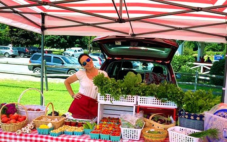 hawley-farmers-market-farm-stand red white striped umbrella