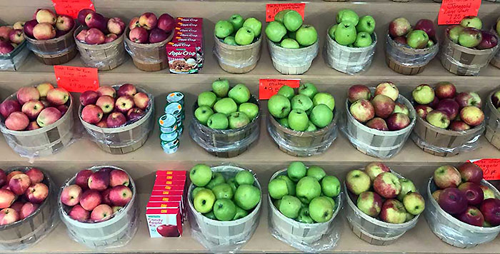 heckman-orchards-shelves-of-apples
