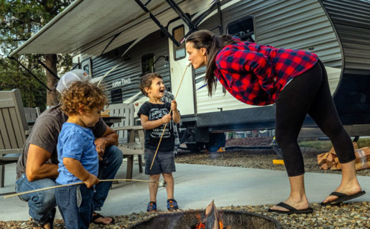 honesdale-poconos-koa-woman-with-kids
