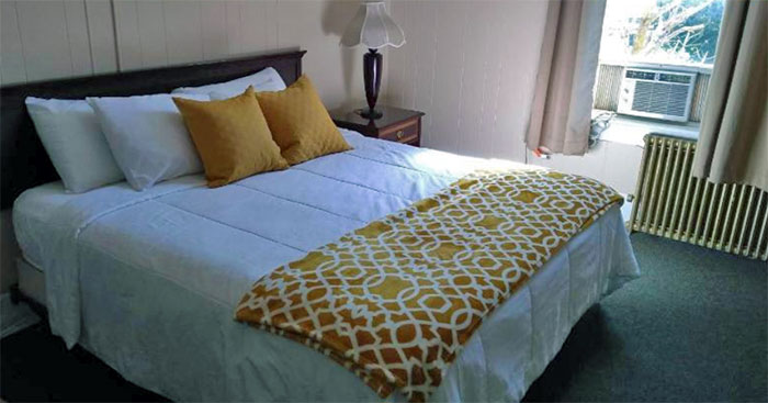 hotel-wayne-basic-guest-room