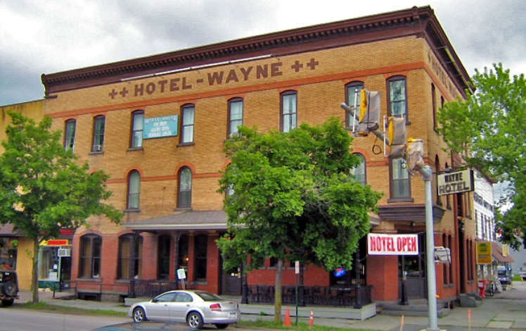 hotel-wayne-building-from-the-street