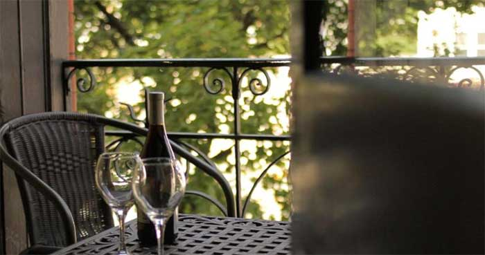 hotel-wayne-table-on-balcony