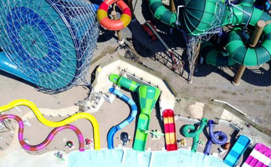 kalahari-outdoor-water-park-aerial-shot-with-slides