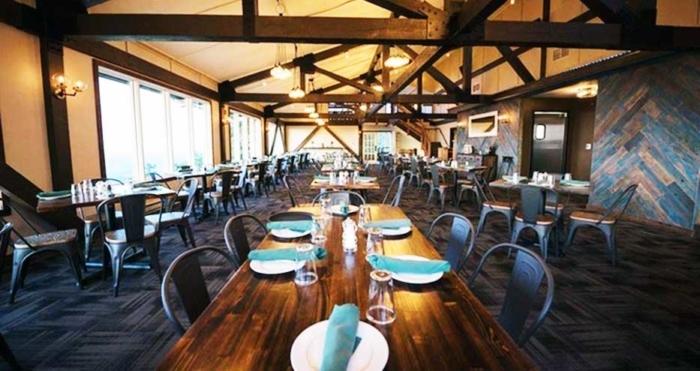 kartrites-summit-house interior dining room
