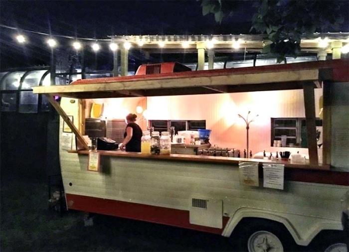 kc-pepper-bar-and-grille-outdoor-bar-in-vintage-trailer