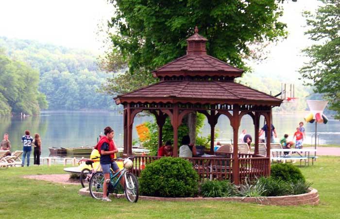 kean-lake-camping-resort-pergola-by-the-water
