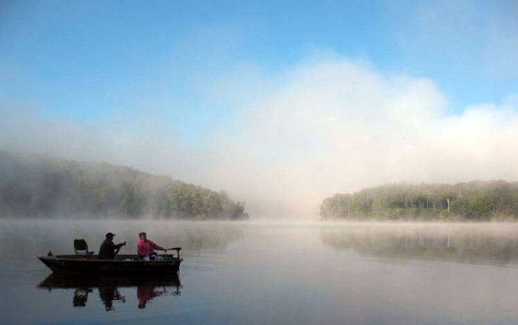 keen-lake-camping-resort-canoers-in-the-mist-on-the-lake
