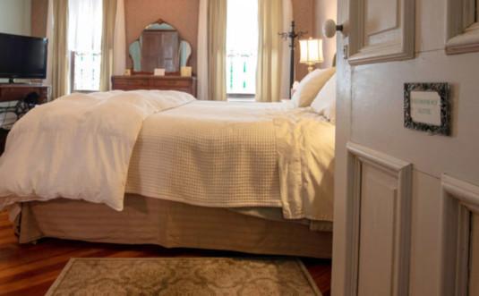 kelly-suites-on-broadway-bway-suite