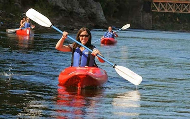 kittatinny canoes woman in canoe on the delaware river