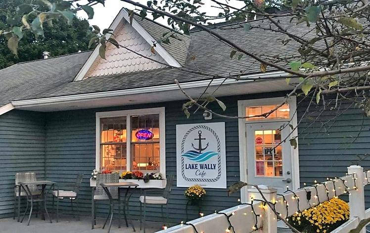 lake-wally-cafe-outside