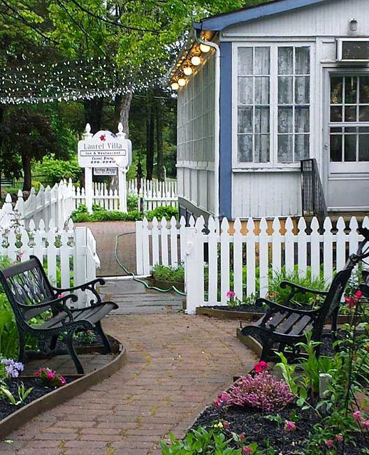 laurel-villa-country-inn-flower-lined-path-to-the-porch