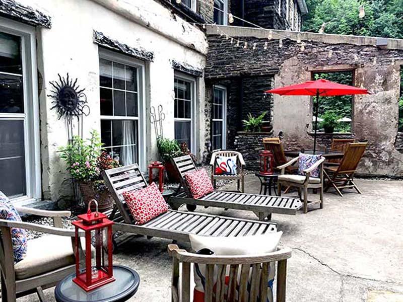 ledges-hotel-patio