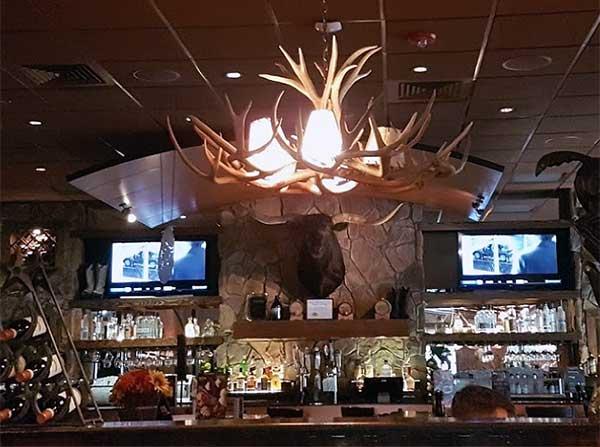 longhorn-steakhouse-bartonsville-view-of-bar