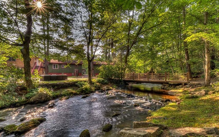 magnolia-streamside-resort-stream-and-cottages-760