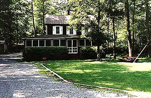 martins-lake-front-cottage-exterior-of-cottage