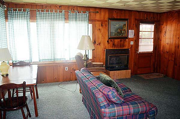martins-lakefront-cottages-living-room-in-cottage