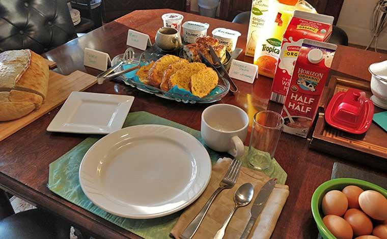 maurrocks-bed-and-breakfast-breakfast-table