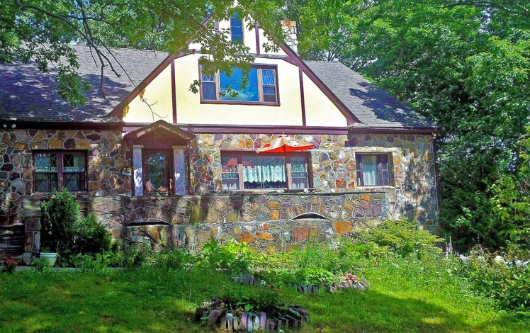 maurrocks-bed-and-breakfast-front-of-house