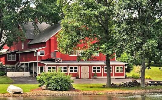 the wedding barn on the lake